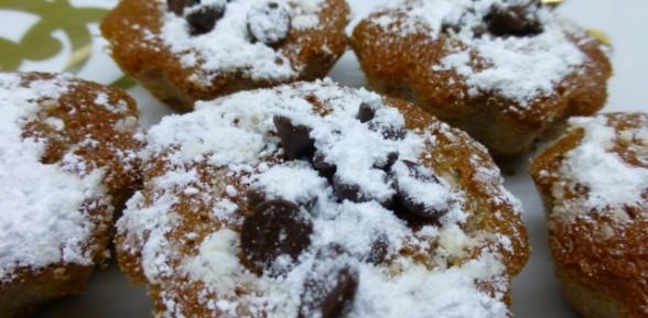 Magdalenas de naranja con gotas de chocolate
